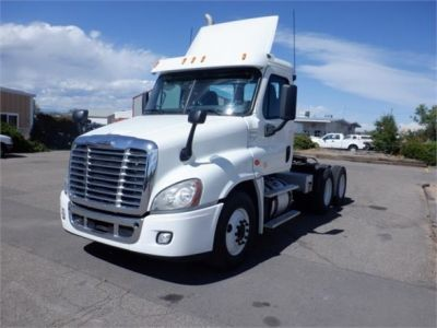 USED 2015 FREIGHTLINER CASCADIA 125 DAYCAB TRUCK #8051-3