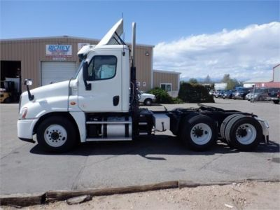 USED 2015 FREIGHTLINER CASCADIA 125 DAYCAB TRUCK #8051-4