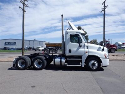 USED 2015 FREIGHTLINER CASCADIA 125 DAYCAB TRUCK #8055-5