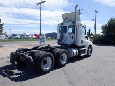 USED 2015 FREIGHTLINER CASCADIA 125 DAYCAB TRUCK #8055-6