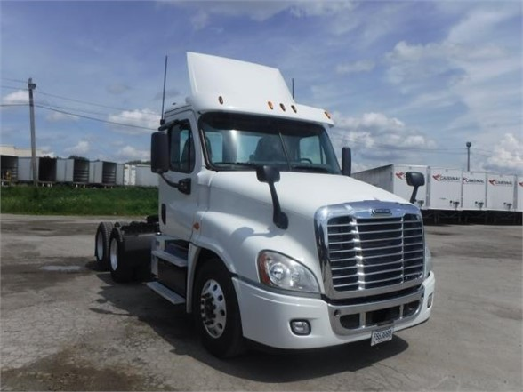 USED 2015 FREIGHTLINER CASCADIA 125 DAYCAB TRUCK #8081