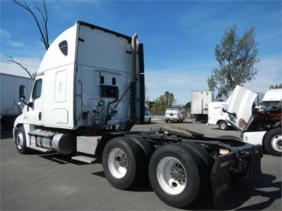 USED 2015 FREIGHTLINER CASCADIA 125 SLEEPER TRUCK #8702-13