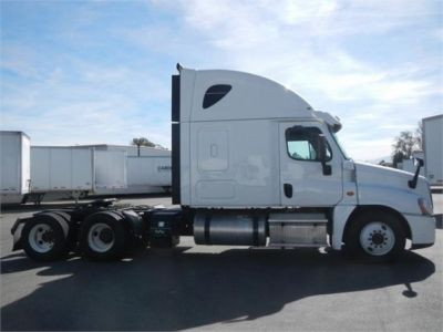 USED 2015 FREIGHTLINER CASCADIA 125 SLEEPER TRUCK #8702-4