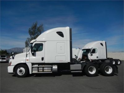 USED 2015 FREIGHTLINER CASCADIA 125 SLEEPER TRUCK #8702-5