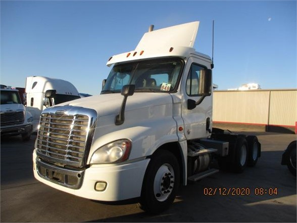 USED 2015 FREIGHTLINER CASCADIA 125 DAYCAB TRUCK #8725