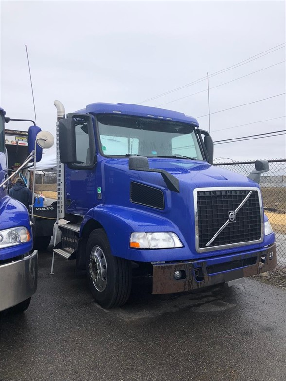 USED 2016 VOLVO VNM42T200 DAYCAB TRUCK #8782