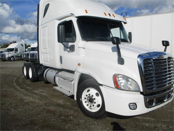 USED 2015 FREIGHTLINER CASCADIA 125 SLEEPER TRUCK #8794