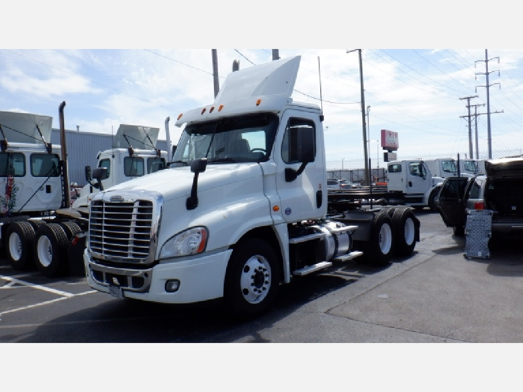 USED 2015 FREIGHTLINER CA125DC DAYCAB TRUCK #8847