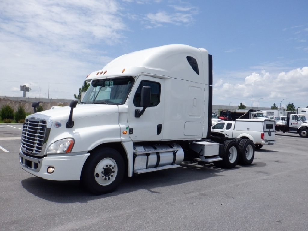 USED 2016 FREIGHTLINER CASCADIA 125 SLEEPER TRUCK #9075