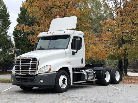 2013 FREIGHTLINER CASCADIA 125 Tandem Axle Daycab #8999