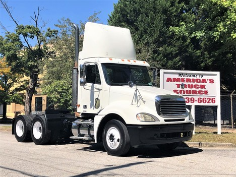 2004 FREIGHTLINER COLUMBIA Tandem Axle Daycab #9007