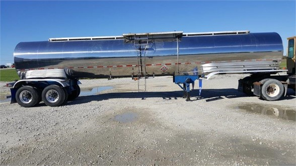 USED 1985 WALKER READY FOR WORK NON CODE TANK TRAILER #1090