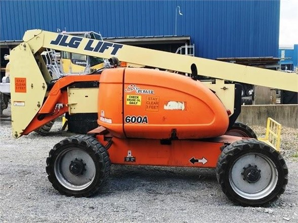 USED 2011 JLG 600A BOOM LIFT EQUIPMENT #1883