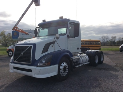 USED 2008 VOLVO VNL TANDEM AXLE DAYCAB TRUCK #11184-2