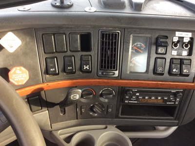 USED 2008 VOLVO VNL TANDEM AXLE DAYCAB TRUCK #11184-9
