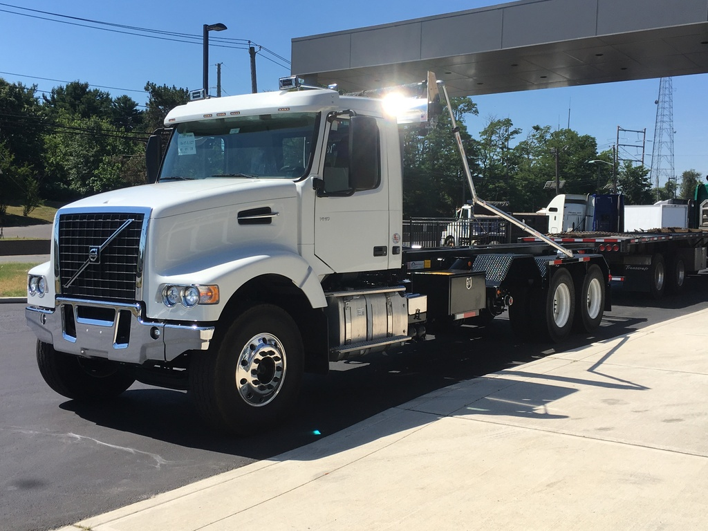 NEW 2019 VOLVO VHD64F300 ROLL-OFF TRUCK #11202