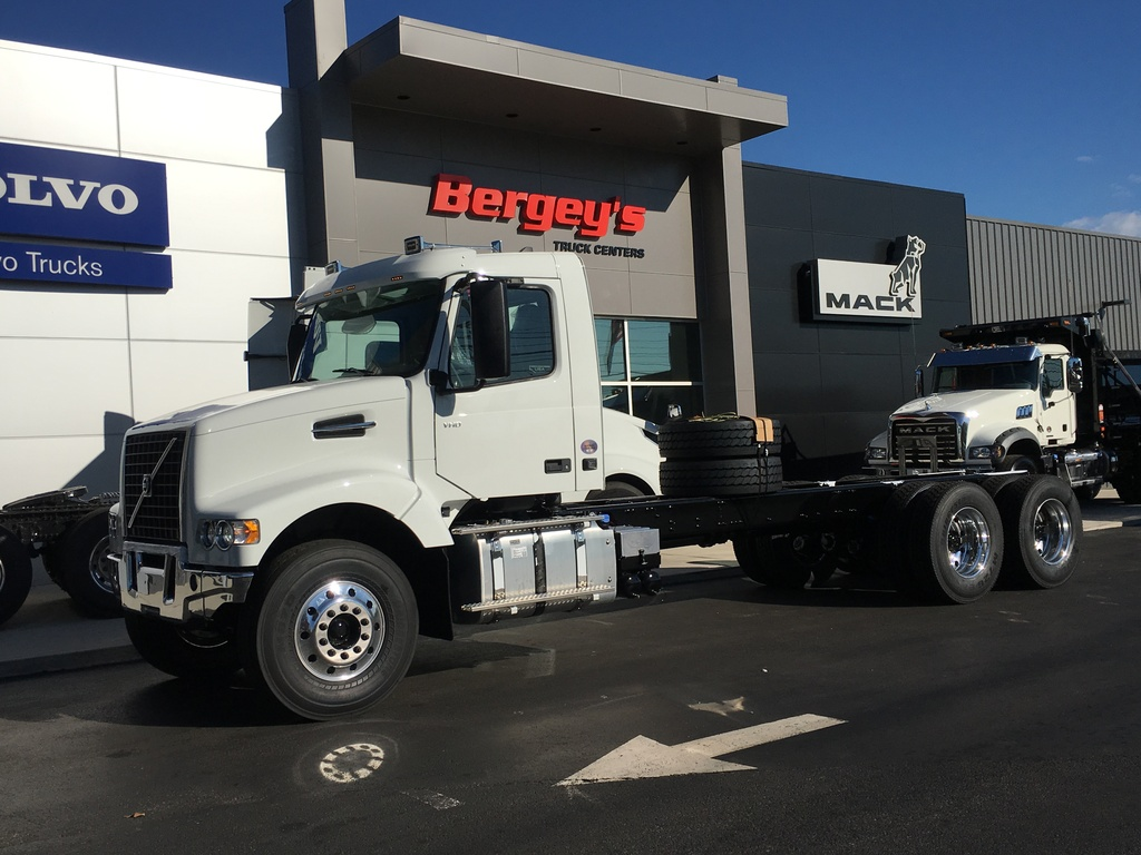 NEW 2020 VOLVO VHD64F300 ROLL-OFF TRUCK #11854