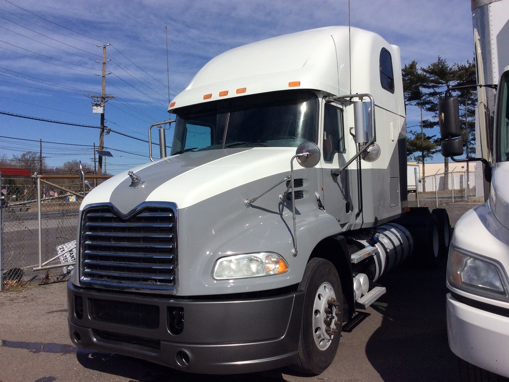 USED 2011 MACK CXU613 TANDEM AXLE SLEEPER TRUCK #9635