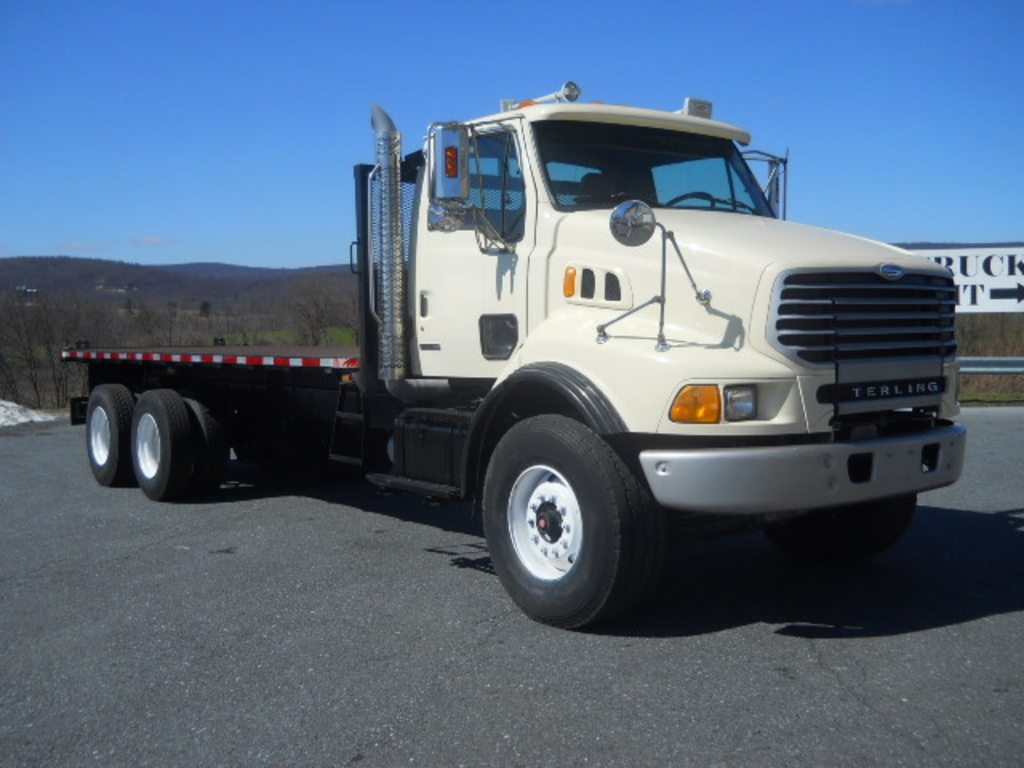 2004 STERLING AT9500 Flatbed Truck