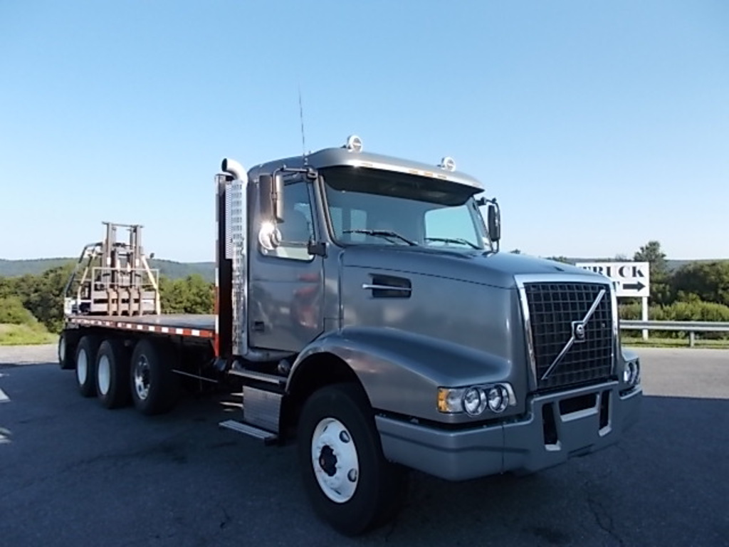 2004 VOLVO VHD Flatbed Truck