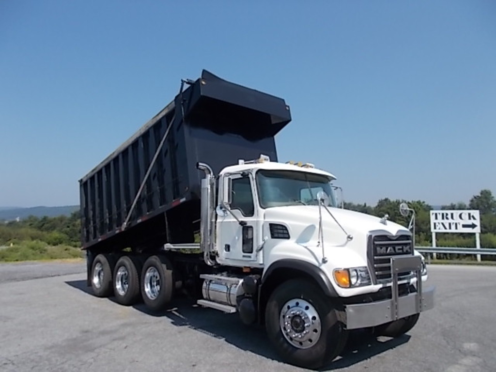 USED 2005 MACK CV713 TRI-AXLE STEEL DUMP TRUCK #152931