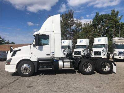 USED 2016 VOLVO VNL64T300 DAYCAB TRUCK #$vid