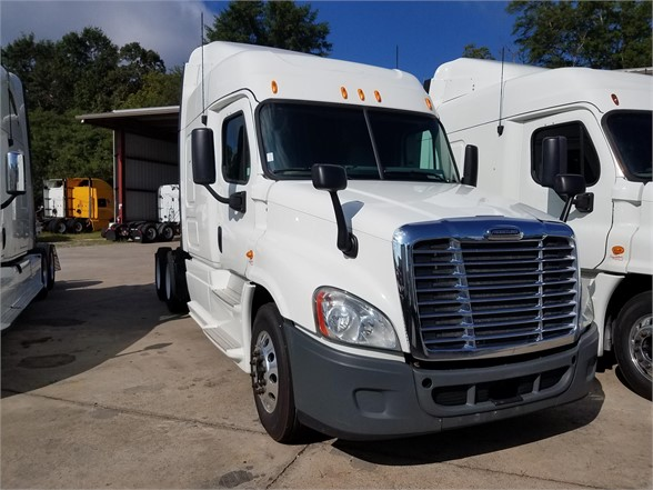 USED 2013 FREIGHTLINER CASCADIA 125 SLEEPER TRUCK #2950