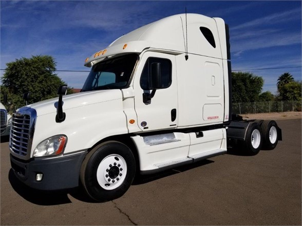 USED 2012 FREIGHTLINER CASCADIA 125 SLEEPER TRUCK #3002