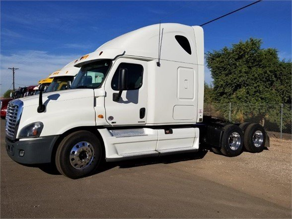 USED 2012 FREIGHTLINER CASCADIA 125 SLEEPER TRUCK #3005