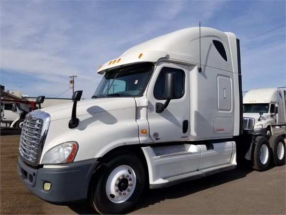 USED 2012 FREIGHTLINER CASCADIA 125 SLEEPER TRUCK #3010