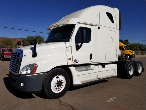 USED 2012 FREIGHTLINER CASCADIA 125 SLEEPER TRUCK #3011