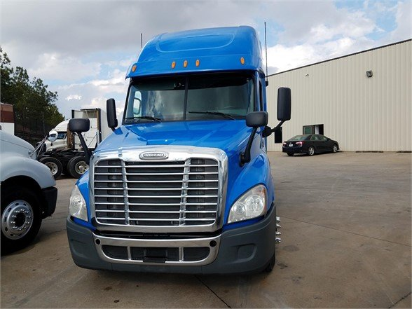 USED 2013 FREIGHTLINER CASCADIA 125 SLEEPER TRUCK #3054