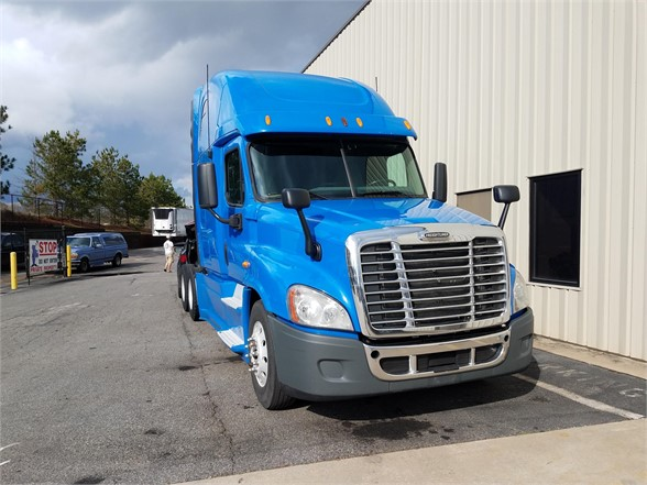 USED 2013 FREIGHTLINER CASCADIA 125 SLEEPER TRUCK #3055