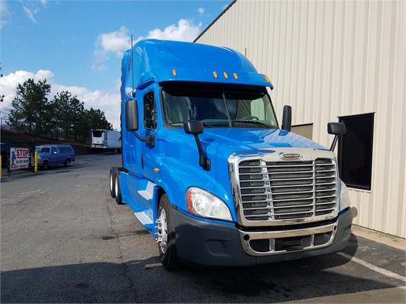 USED 2013 FREIGHTLINER CASCADIA 125 SLEEPER TRUCK #3056