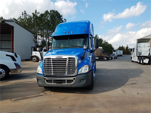USED 2013 FREIGHTLINER CASCADIA 125 SLEEPER TRUCK #3057