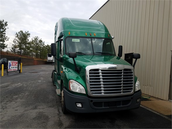 USED 2014 FREIGHTLINER CASCADIA 125 SLEEPER TRUCK #3065