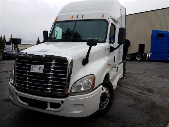 USED 2014 FREIGHTLINER CASCADIA 125 SLEEPER TRUCK #3077