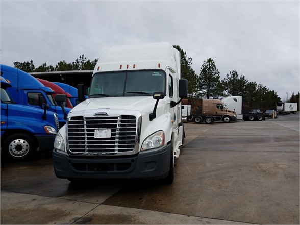 USED 2014 FREIGHTLINER CASCADIA 125 SLEEPER TRUCK #3078