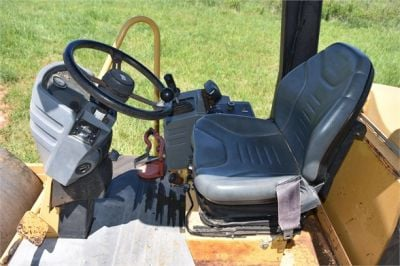 USED 2004 CATERPILLAR CS-563E COMPACTOR EQUIPMENT #1719-19