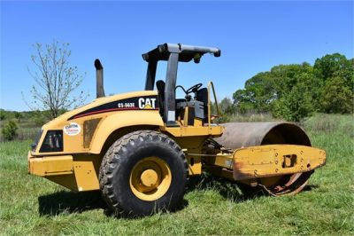 USED 2004 CATERPILLAR CS-563E COMPACTOR EQUIPMENT #1719-9