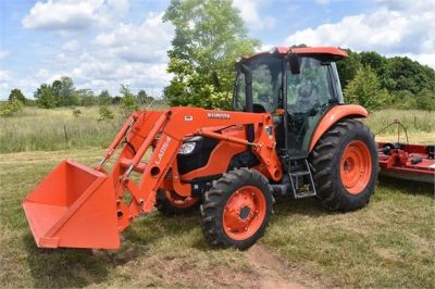USED 2019 KUBOTA M7060D FARM TRACTOR EQUIPMENT #2133-11