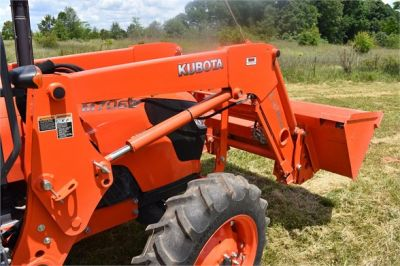 USED 2019 KUBOTA M7060D FARM TRACTOR EQUIPMENT #2133-29