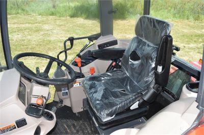 USED 2019 KUBOTA M7060D FARM TRACTOR EQUIPMENT #2133-34