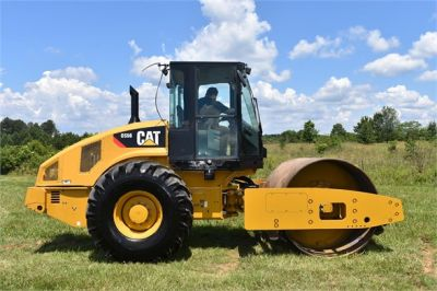 USED 2012 CATERPILLAR CS56 COMPACTOR EQUIPMENT #2158-1