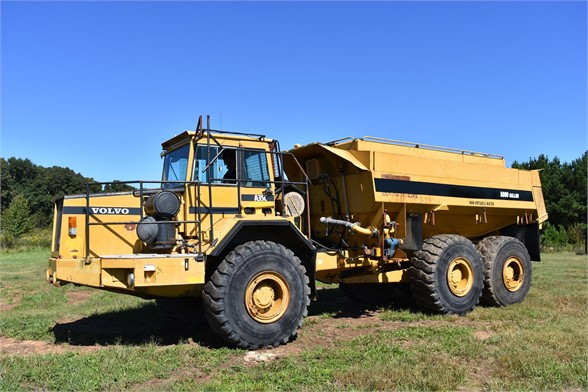 USED 1993 VOLVO A35C WATER TRUCK #2212