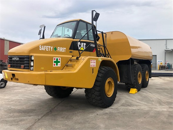 USED 2008 CATERPILLAR 740 WATER TRUCK #2258