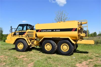 USED 2009 CATERPILLAR 725 WATER TRUCK #2260-1