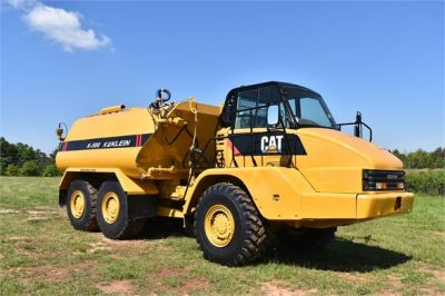 USED 2009 CATERPILLAR 725 WATER TRUCK #2260-16