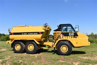 USED 2009 CATERPILLAR 725 WATER TRUCK #2260-18
