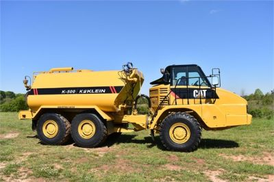 USED 2009 CATERPILLAR 725 WATER TRUCK #2260-19